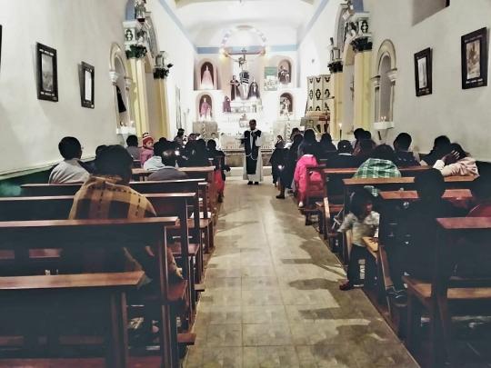 Gottesdienst mit P. Hernan in Esmoraca Bolivien